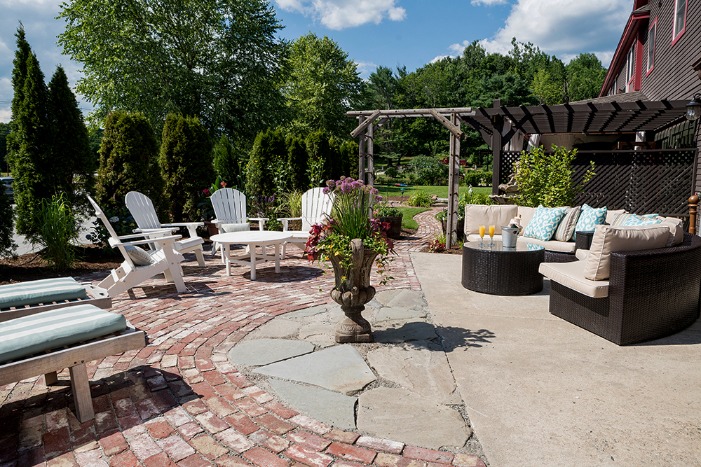 The Common Man Inn & Spa in Plymouth offers a charming, rustic escape into the serenity and richness of New Hampshire's landscape. Our intimate event spaces include the Tenney Mountain, Baker River and Pemigewasset Room, which are versatile, thoughtfully-designed rooms 5/5(32).